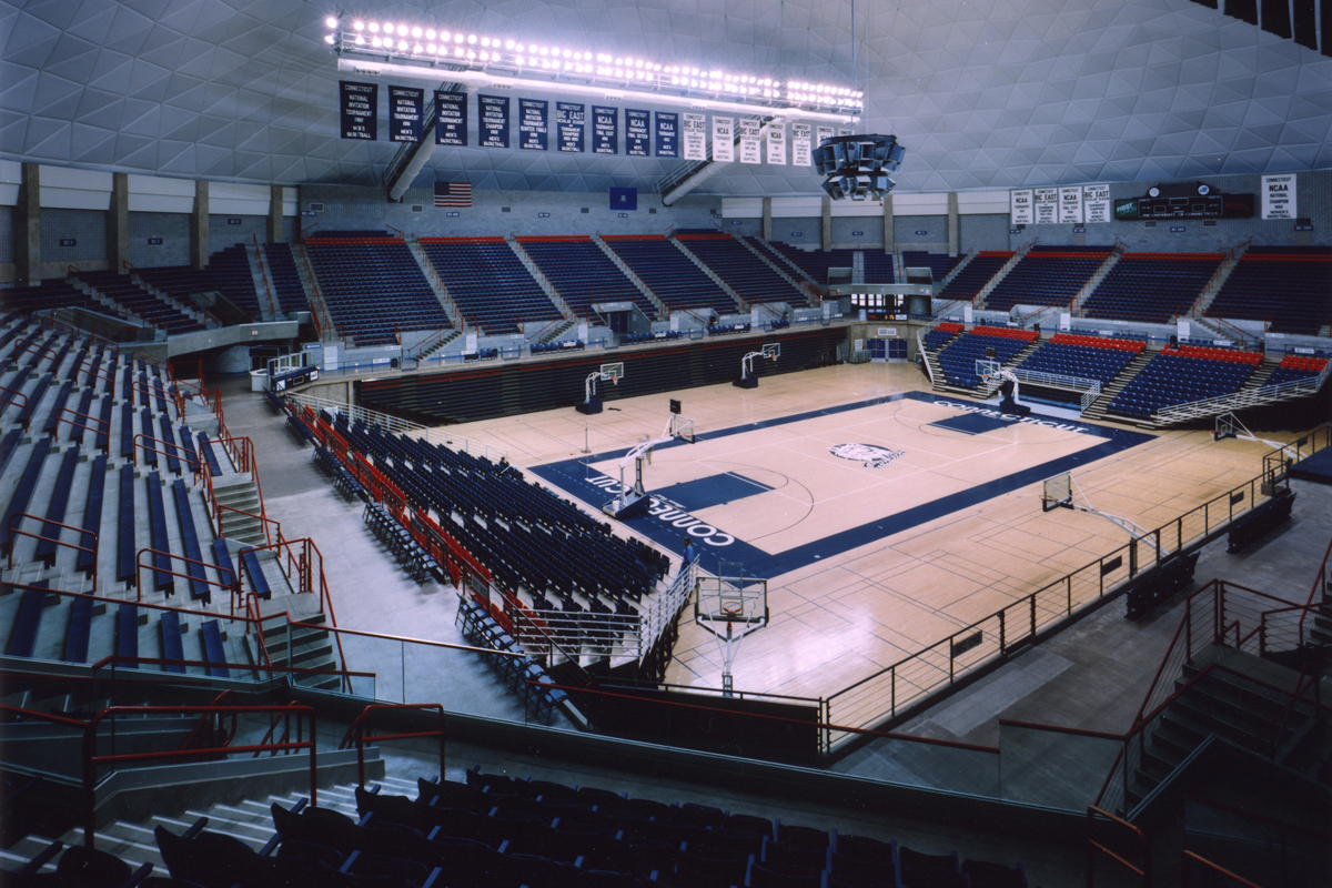 Harry A Gampel Pavilion Section 120 Row I Seat 10 Uconn Huskies Vs Sacred Heart Pioneers Shared By Gampelcrazies